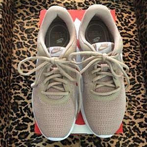 Nike Tanjun sand/white